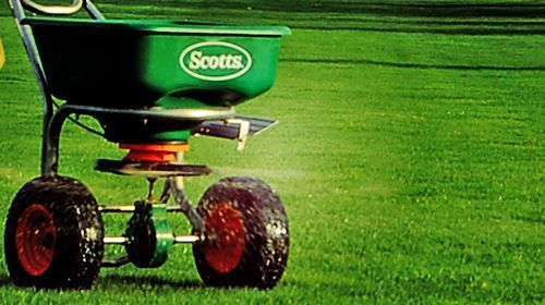 Fertiliser Application to Turf